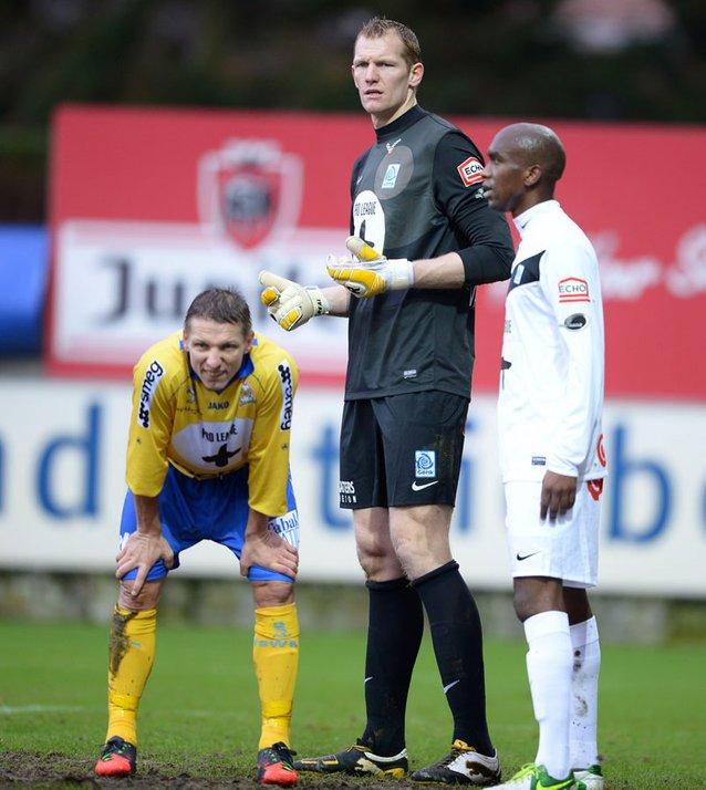kristof van hout pemain bola sepak paling tinggi di dunia 2