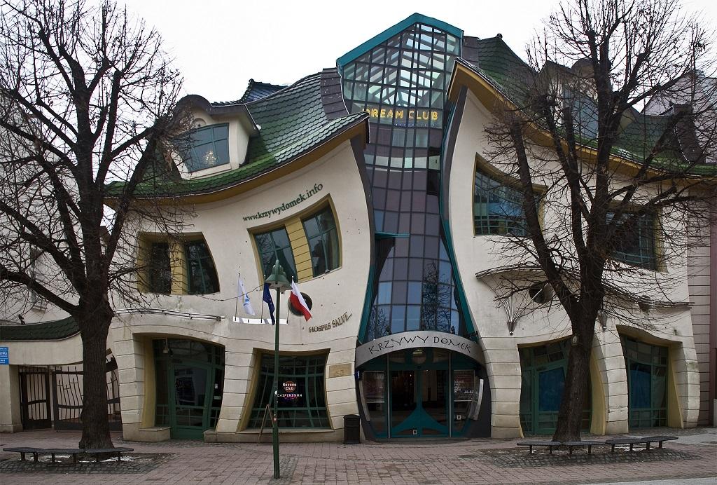 krzywy domek bangunan paling aneh dan pelik di dunia 2
