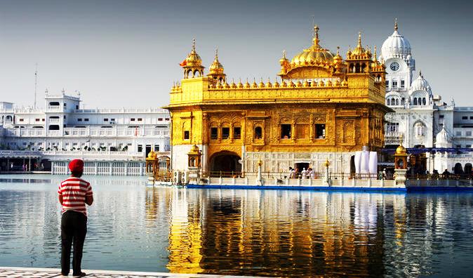 kuil emas ini menjadi antara salah satu tarikan utama pelancong