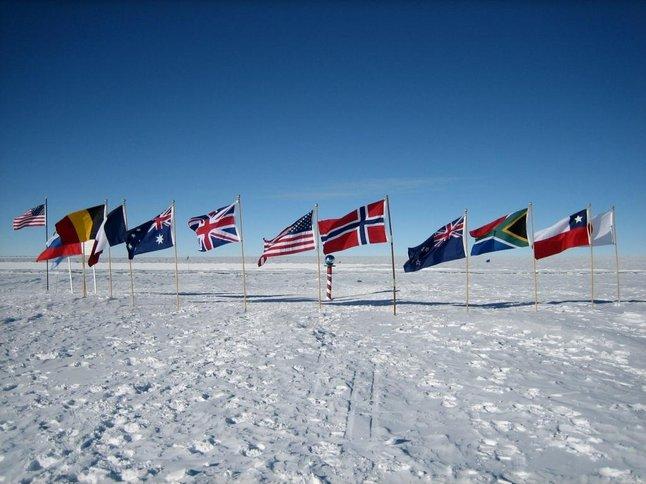 kutub selatan 745