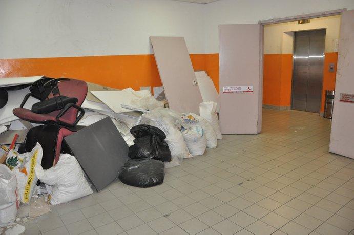 laluan kecemasan jadi tempat buang sampah