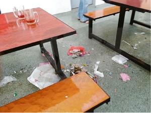lap meja buang atas lantai