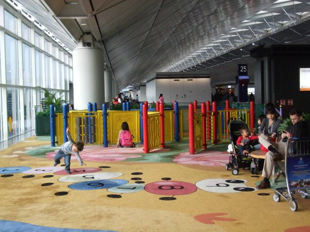 lapangan terbang hong kong kemudahan taman permainan kanak kanak