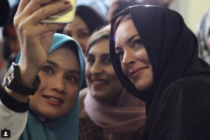lindsay lohan bertudung selebriti malaysia berswafoto bersama 2