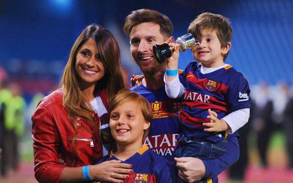 lionel messi bersama isteri dan anak anaknya