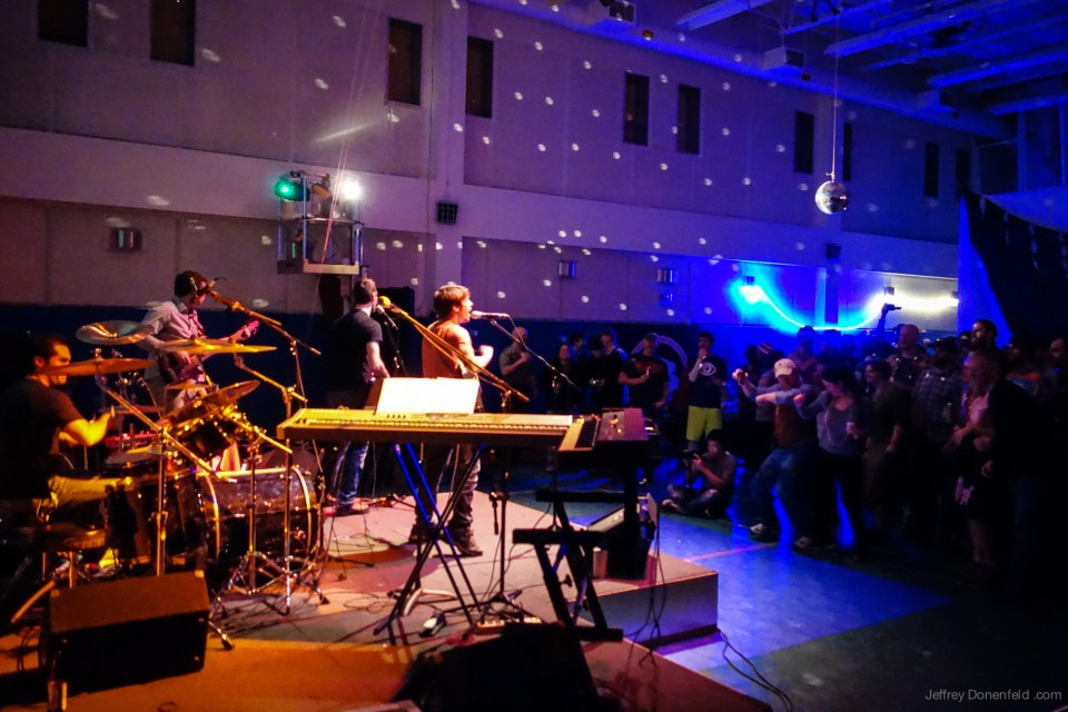 live band di kutub selatan