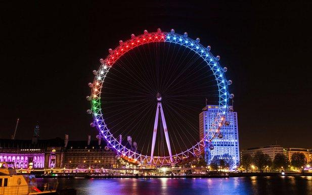 london eye pada waktu malam