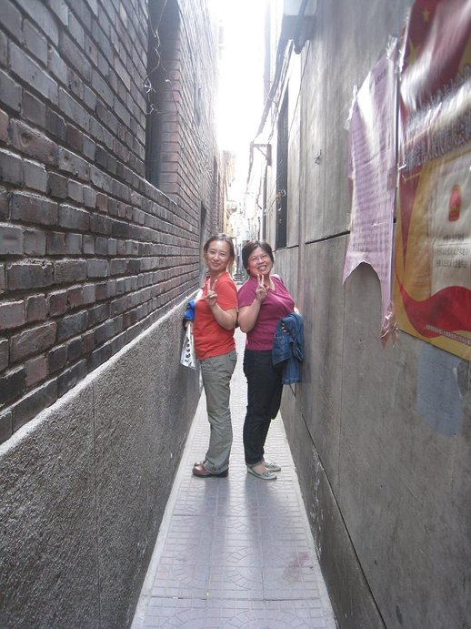 lorong pejalan kaki paling sempit di dunia 5