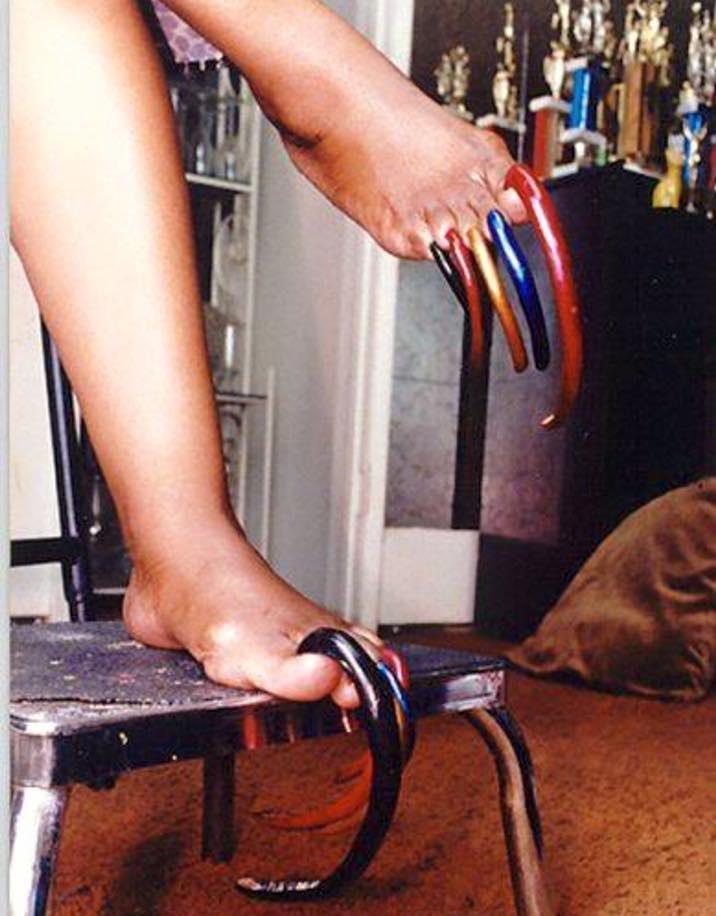 louise hollis kuku kaki paling panjang di dunia 946
