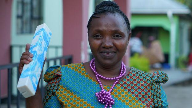 magreth omary wanita mencipta mesin memotong sabun dengan bantuan bernard kiwia