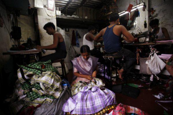 majikan kejam eksplotasi tindas pekerja kilang pakaian india