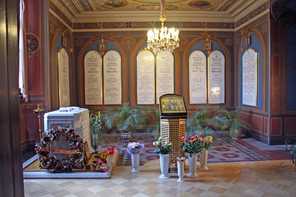 makam tsar nicholas dan keluarganya 938