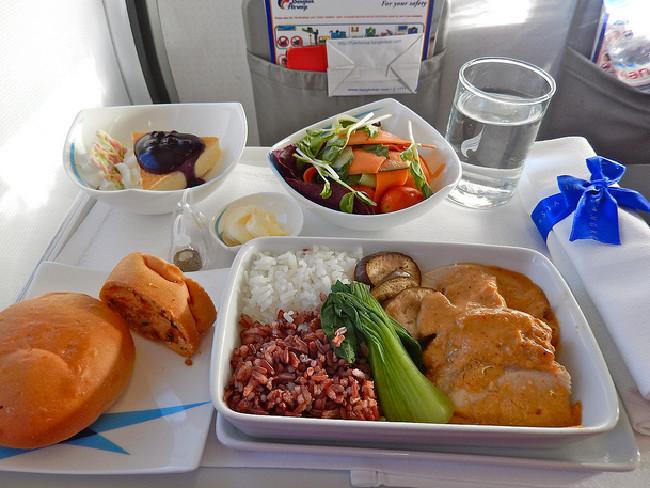 makan terlalu banyak dalam pesawat