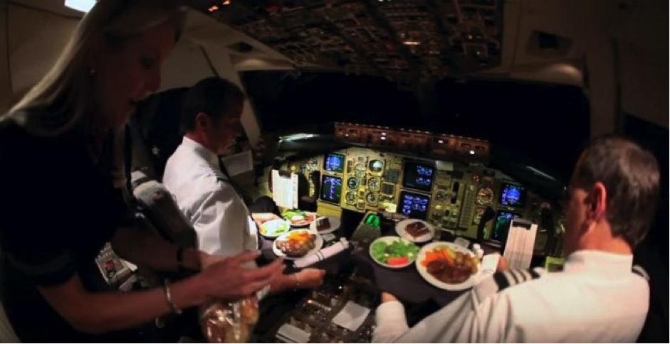 makanan krew pesawat dan juruterbang 10 rahsia menarik mengenai kapal terbang yang ramai tak tahu