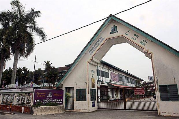 malacca high school di melaka yang ditubuhkan pada 1826 2