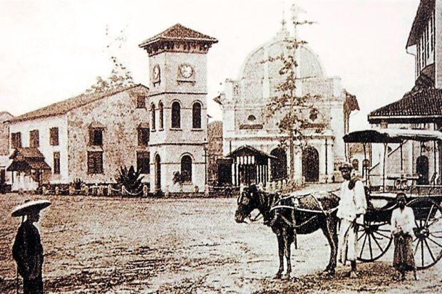 malacca high school di melaka yang ditubuhkan pada 1826
