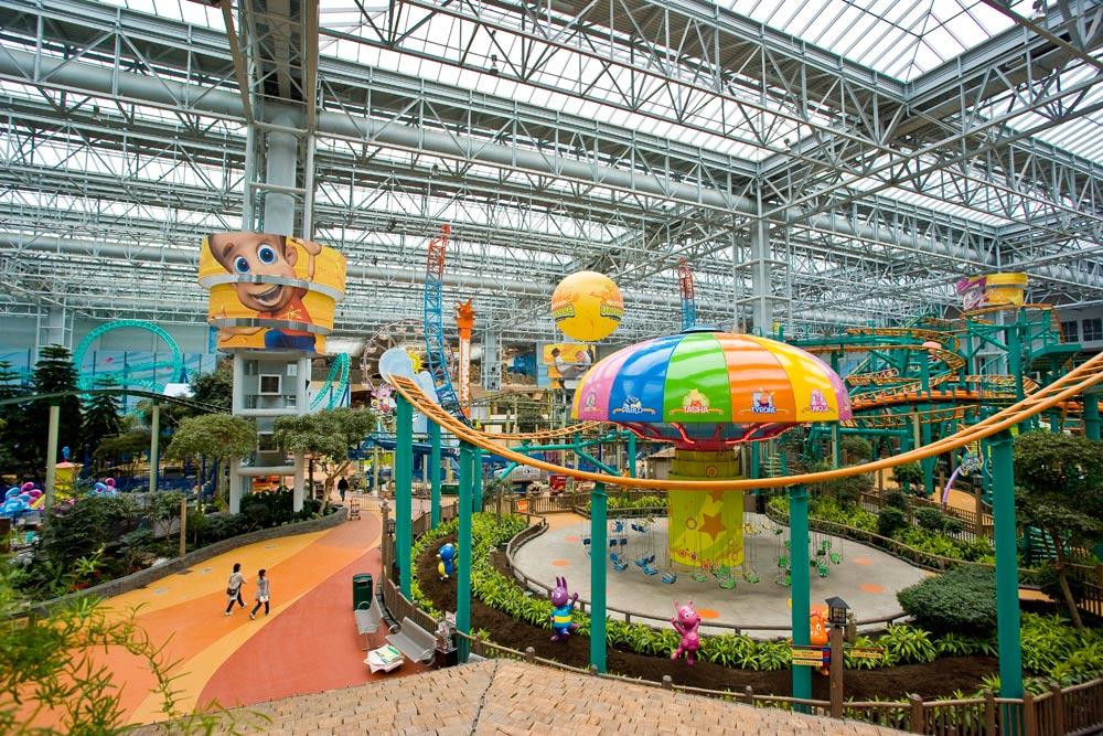mall of america yang hijau dengan pokok dan tumbuhan