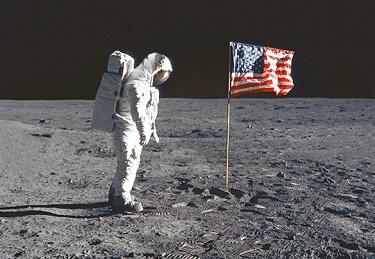 manusia di bulan
