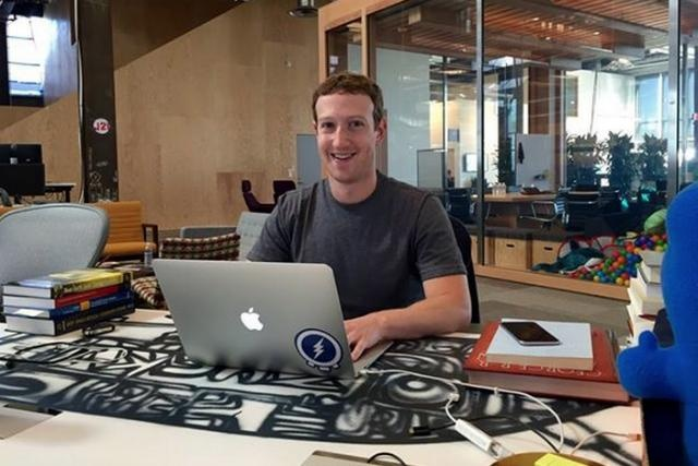 mark tiba di pejabat pukul 10 30 pagi