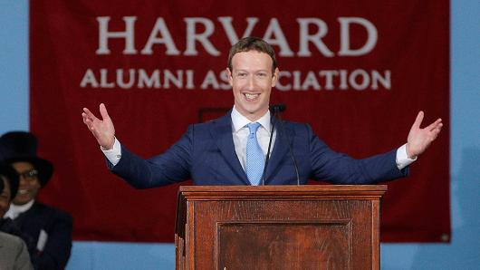 mark zuckerberg beri ucapan konvokesyen harvard