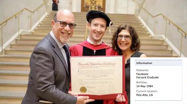 mark zuckerberg kini telah menerima honourable degree kerana sumbangan beliau sebagai pengasas facebook 222