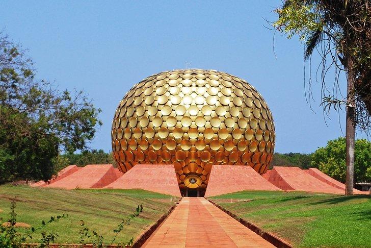 matrimandir tempat beribadat auroville