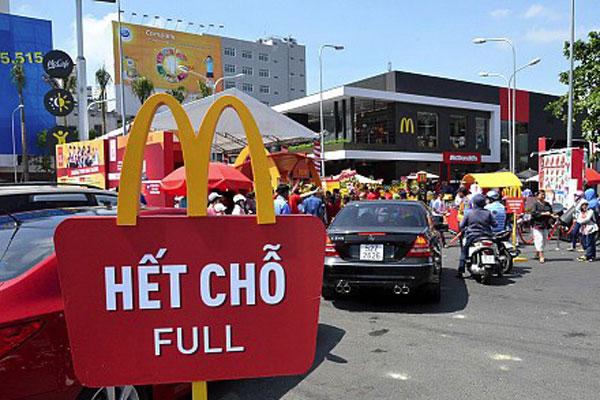 mcdonald di vietnam diserbu ketika pertama kali dibuka pada tahun 2014