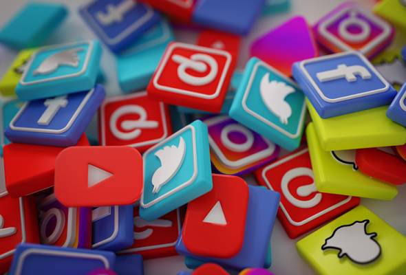 media sosial 24