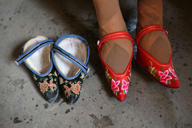 membentuk kaki persepsi kecantikan yang pelik dari seluruh dunia