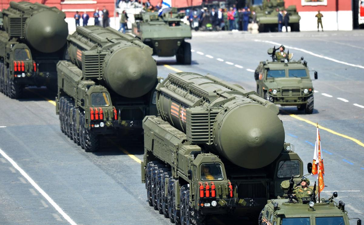 mempunyai simpanan senjata nuklear aktif paling banyak di dunia 2