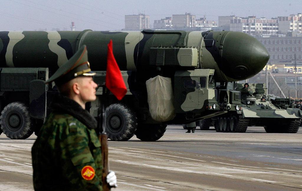 mempunyai simpanan senjata nuklear aktif paling banyak di dunia