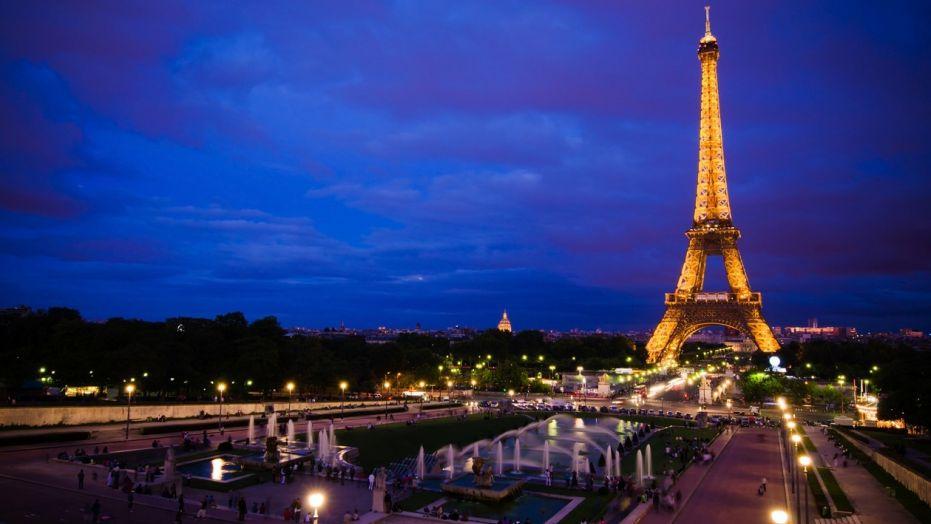 7 sebab mengapa paris digelar bandar paling overrated di dunia menara eiffel pada waktu malam altavistaventures Gallery