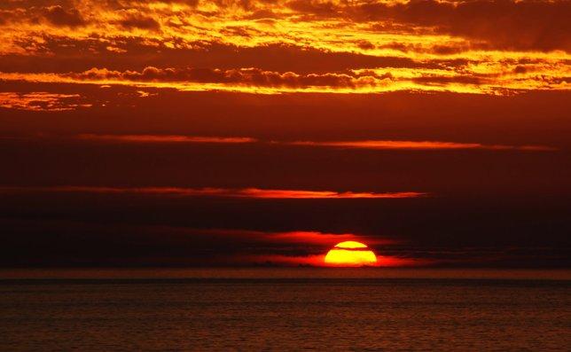 mengapa matahari terbenam langit menjadi warna merah