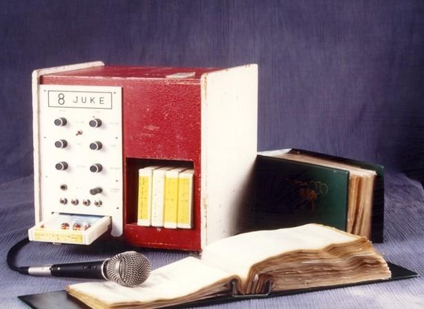 mesin karaoke pertama dicipta pada tahun 70 an