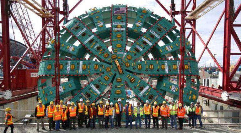 mesin penebuk terowong bertha mesin ciptaan manusia paling besar di dunia