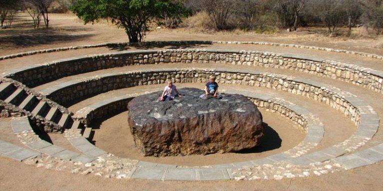 meteorit hoba meteorit paling besar pernah mendarat di bumi 10