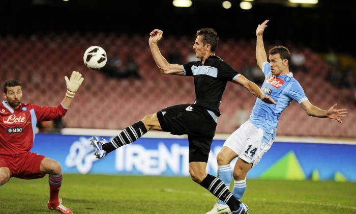 miroslav klose menjaringkan gol menggunakan tangan