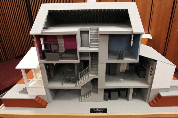 model rumah ariel castro