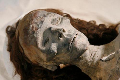 mumia queen liye mempunyai ketuat