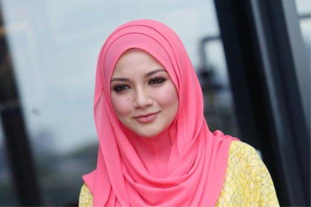 naelofar hijab diiktiraf forbes