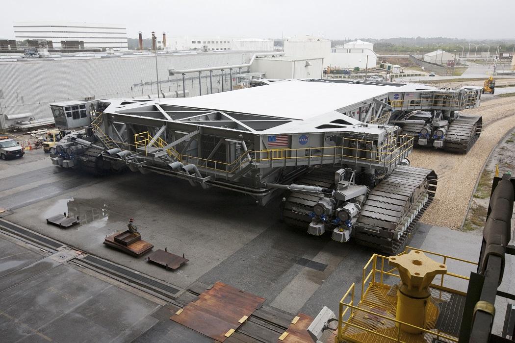 nasa crawler transporter mesin ciptaan manusia paling besar di dunia