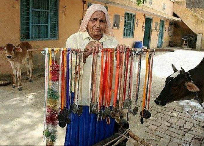 nenek 84 tahun sharpshooter tertua di dunia 3