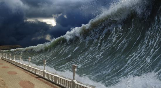ombak tinggi tsunami