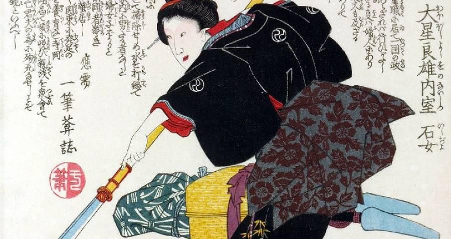 onna bugeisha memegang naginata