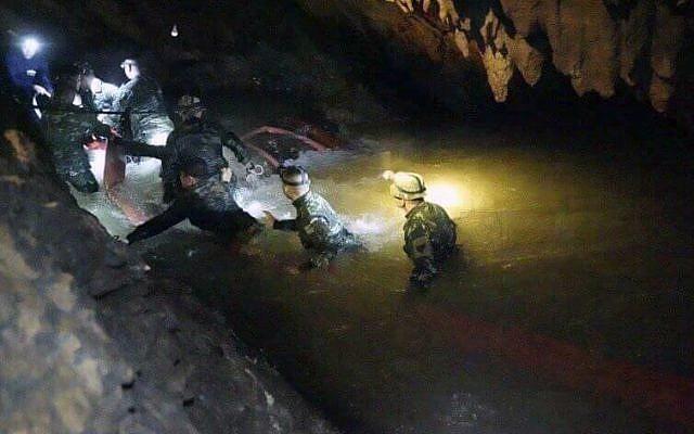 operasi menyelamat mangsa terperangkap dalam gua