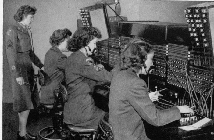 operator radio wanita ww2