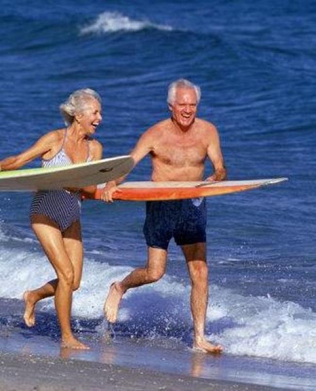 orang tua acah surfing