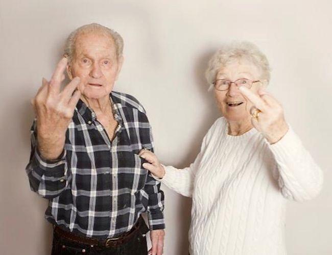 orang tua tunjuk jari tengah
