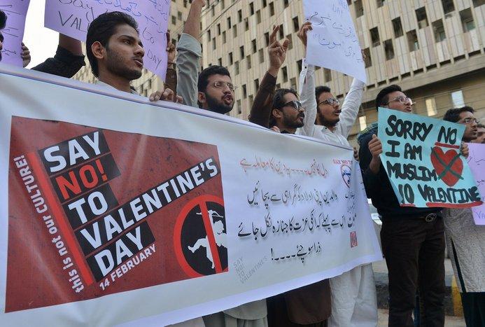 pakistan mengharamkan hari valentine