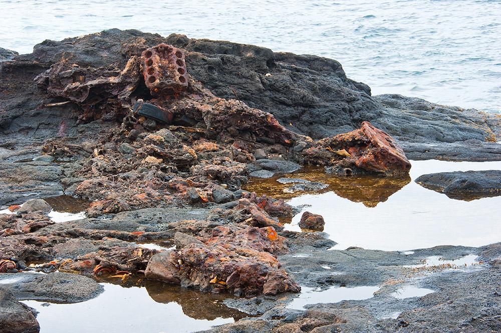 pantai yang menjadi tempat buangan